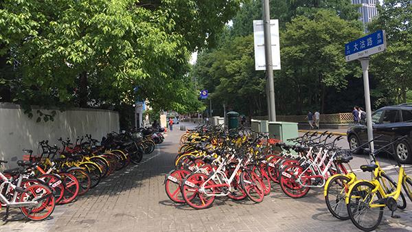 上海共享单车总数150万辆远超实际需求 ofo:本月再增80辆清运车