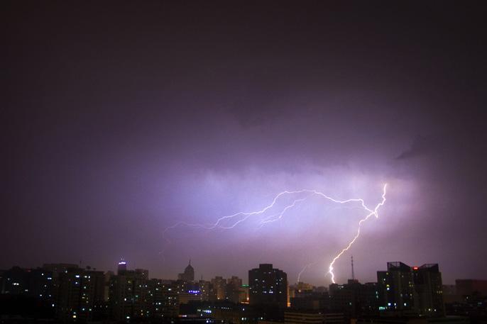 上海发布大风、雷电黄色预警 将有大风及强降水