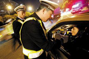 注意!全国交警集中夜查行动开始 重点查酒驾等5种行为