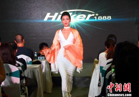 南京上演美居时尚秀 展艺术与生活之美