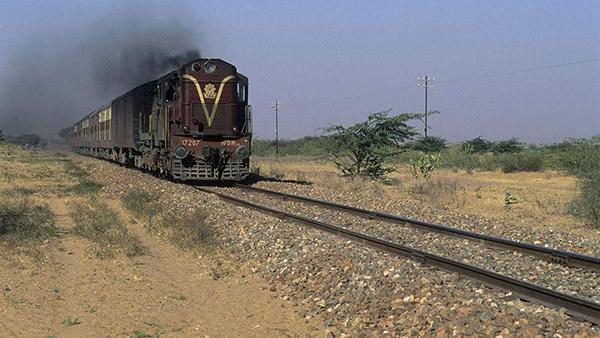 印度北方邦再次发生火车脱轨事故 至少50人受伤