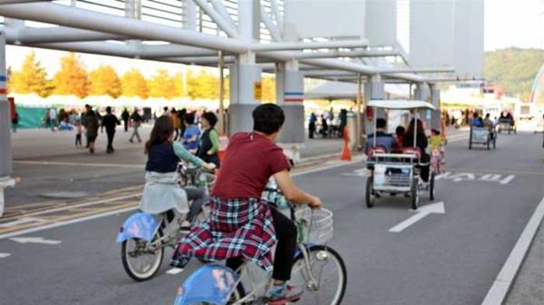 厦门市民骑自行车撞倒老人致其一级伤残,被判赔115万