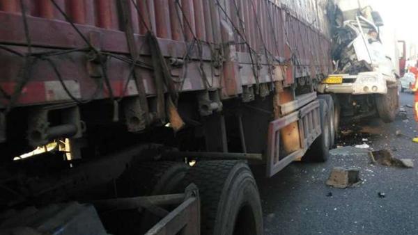 沪G1501高速今晨连发两起事故 致1人死亡
