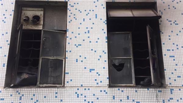 """沪仙霞路威宁大楼一住宅昨晚起火 物业:非网帖所称""""群租房"""""""