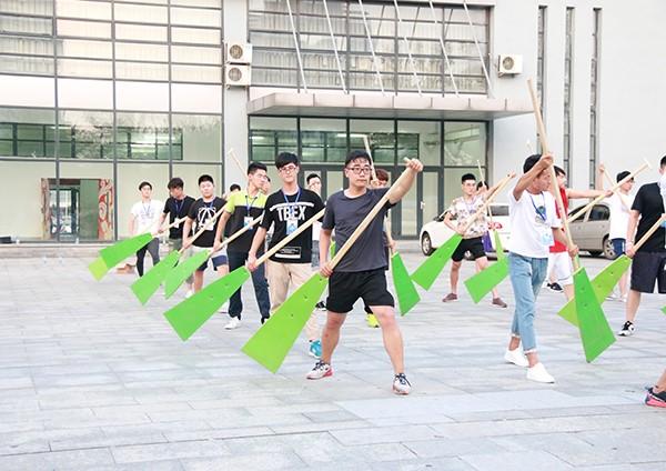 男演员利用业余时间认真排练-多少青春肆意挥洒 揭开全运会开幕式幕