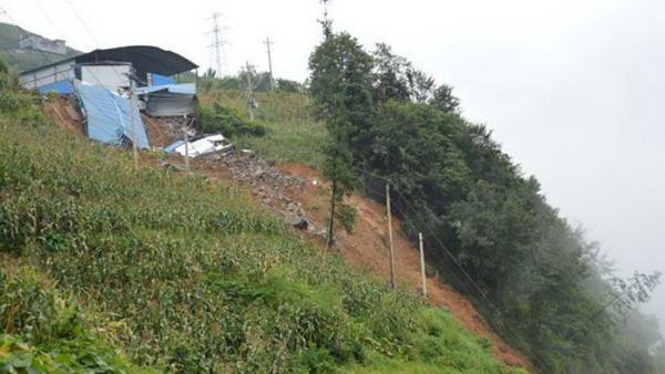 云南大关县青林村发生山体滑坡 造成3人遇难5人受伤