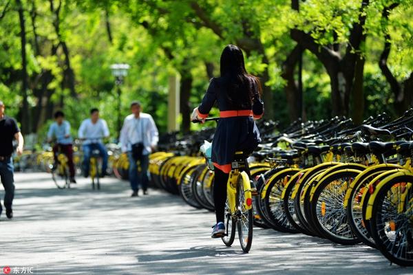北京高校每天约2万辆共享单车运行 实行 谁管