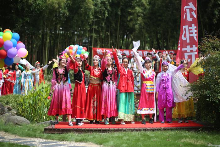 开学首课歌舞秀  民族团结一家亲——2017年松江一中师生庆祝古尔邦节侧记