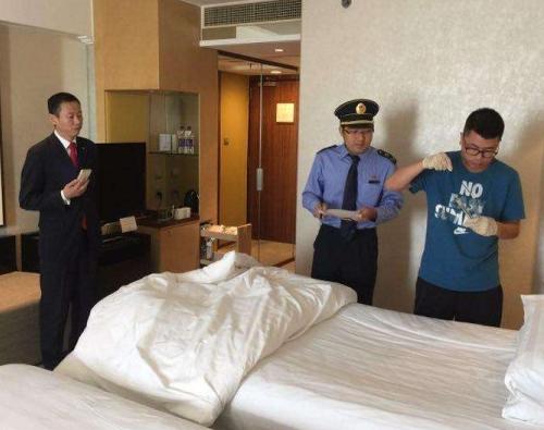 """北京卫监""""突袭""""5家五星级酒店 被罩毛巾等采样送检"""