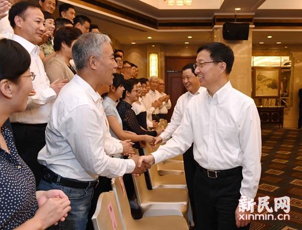 韩正应勇会见上海优秀教师代表:共同努力使教师处处受到尊重、成为让人仰慕的职业