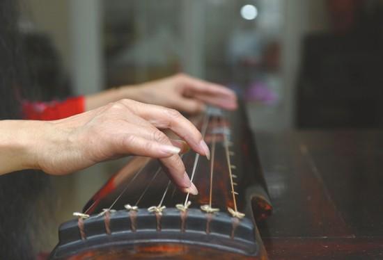 唱起琴歌 唐诗宋词都活了 蜀派古琴传承人黄明康推广传统之美