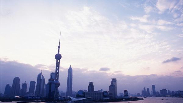 上海今日天气: 最高温29度,多云偶有小雨