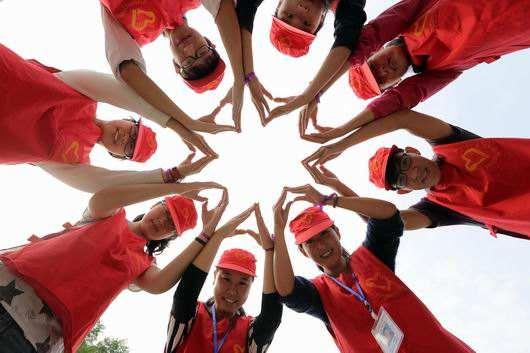两百名青年志愿者宣誓服务网络安全宣传周
