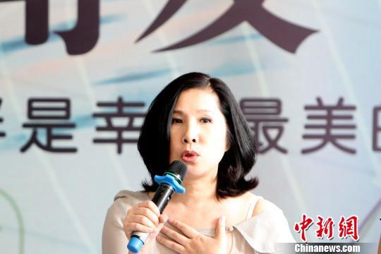 知名女歌手<a href='http://search.xinmin.cn/?q=李度' target='_blank' class='keywordsSearch'>李度</a>接受采访。 张道正 摄
