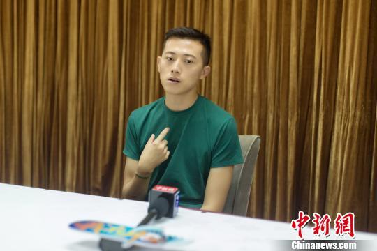 <a href='http://search.xinmin.cn/?q=青春作家' target='_blank' class='keywordsSearch'>青春作家</a>安东尼:生活从来不是非A即B