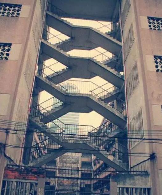 交叉梯老楼如何加装电梯?周门街11号大楼是这样做的……