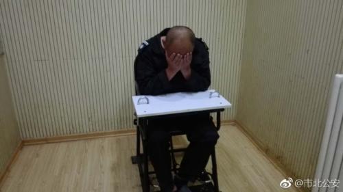 打人<a href='http://search.xinmin.cn/?q=男子' target='_blank' class='keywordsSearch'>男子</a>。图片来源:青岛市公安局市北分局官方微博