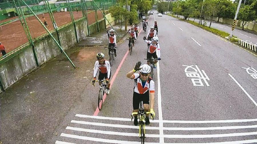 """自行车道设后不理成""""蚊子建设"""" 台湾民众叫苦不迭"""