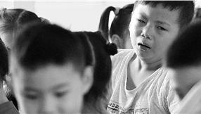 开学大半个月还有孩子不愿上学 校长临时把小学改名幼儿园