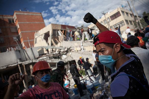 墨西哥地震5名台胞被困后 我使馆外交官赶到现场敦促搜救