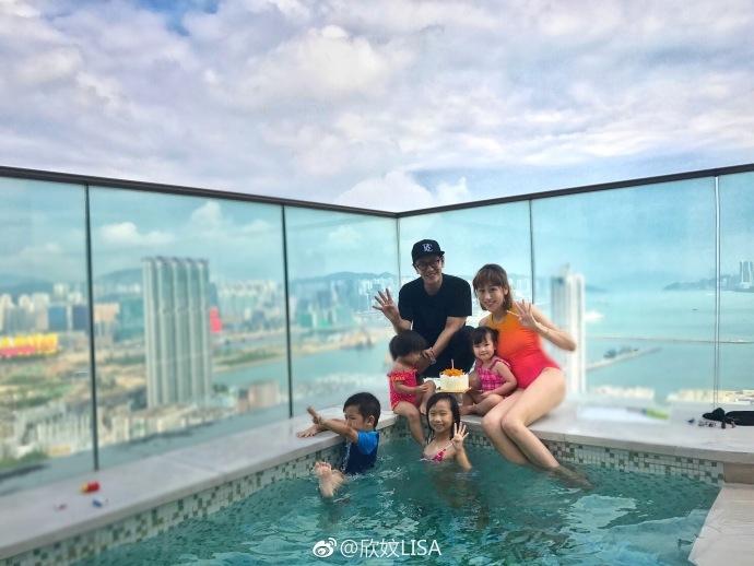 陈浩民为儿子庆生 一家六口泳池爬梯幸福满满