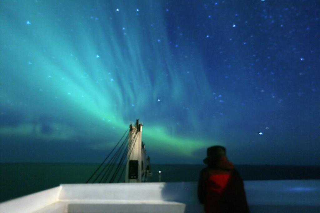 航行北极东北航道的中国商船安全驶离北冰洋