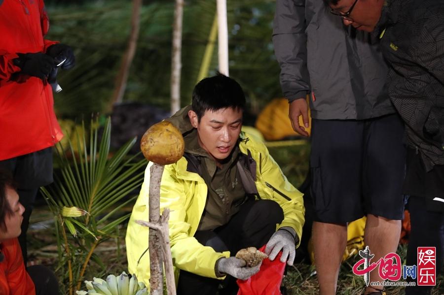 《我们的征途》陆毅发明香蕉蘸辣酱吃哭田亮