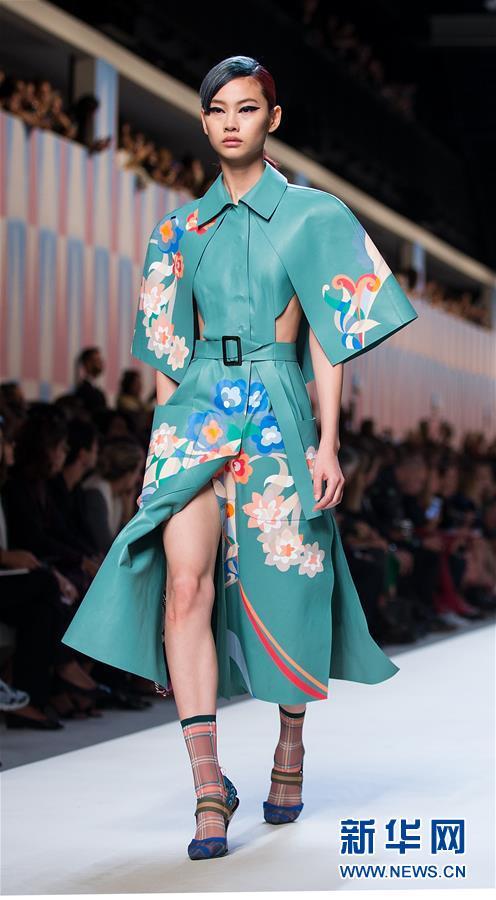 米兰时装周:芬迪发布2018春夏女装新品