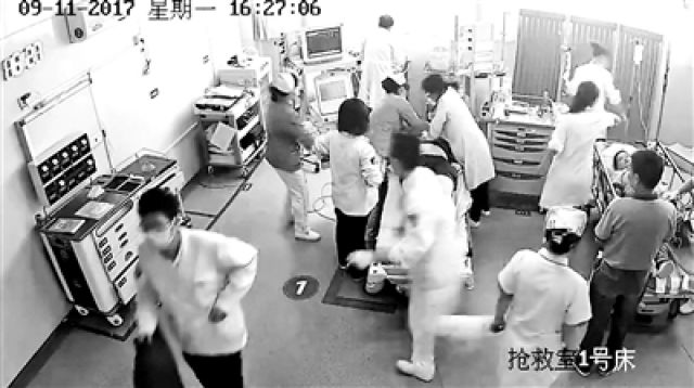 抢救剪破患者衣物被索赔千元 医生:理解索赔行为