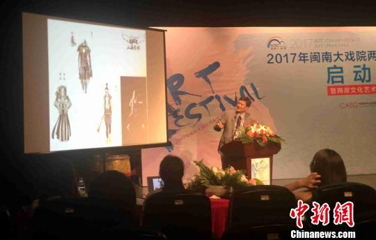 台湾师范大学教授、摇滚音乐剧《山海经》制作人何康国。 陈悦 摄
