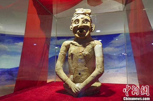 """""""中华祖神""""陶人在内蒙古展出"""