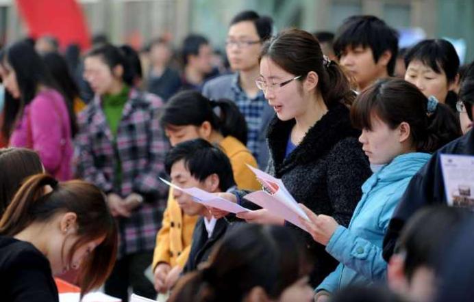 调查:近半海归税后月入6千以下 留学生薪酬相差逾10倍