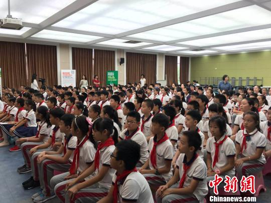 """浙江推小学生写""""别样""""<a href='http://search.xinmin.cn/?q=暑假' target='_blank' class='keywordsSearch'>暑假</a>日记倡科普知识驻<a href='http://search.xinmin.cn/?q=童心' target='_blank' class='keywordsSearch'>童心</a>"""