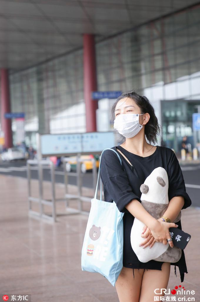 首页 娱乐 正文    2017年9月26日,北京,何洁现身机场.