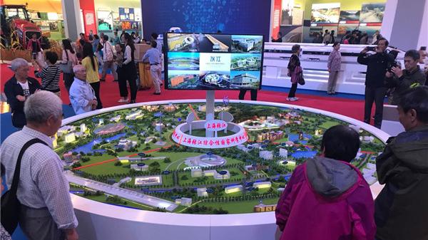 """""""砥砺奋进的五年""""大型成就展中的上海元素"""