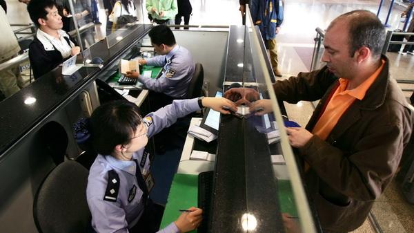 18日起,中国公民出入境通关排队将不超30分钟