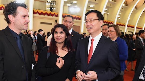 上海举行国庆招待会 韩正应勇与中外来宾共庆共和国华诞