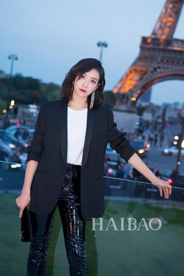 宋茜现身2018春夏巴黎时装周saint laurent秀场,接受海报时尚网专访!