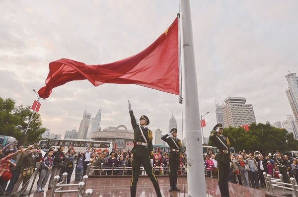 阅读上海100胜 89 | 旗展朝晖 敬一个庄严军礼 唱一首爱国赞歌