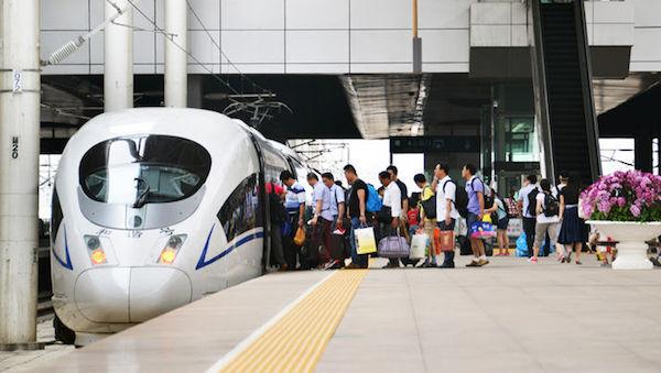 【改革·印记】十一黄金周预计1.3亿人次火车出行,高铁正在改变中国