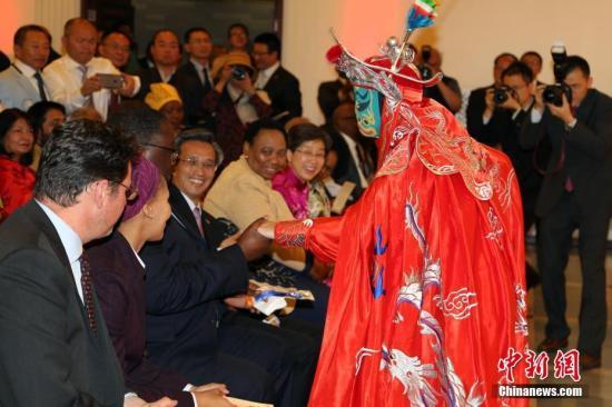 国务院侨办中秋国庆艺术团为南非侨胞献上节日文化盛宴