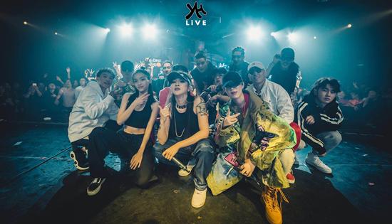 YH LIVE联合公演  有嘻哈潘玮柏队员狂吸粉