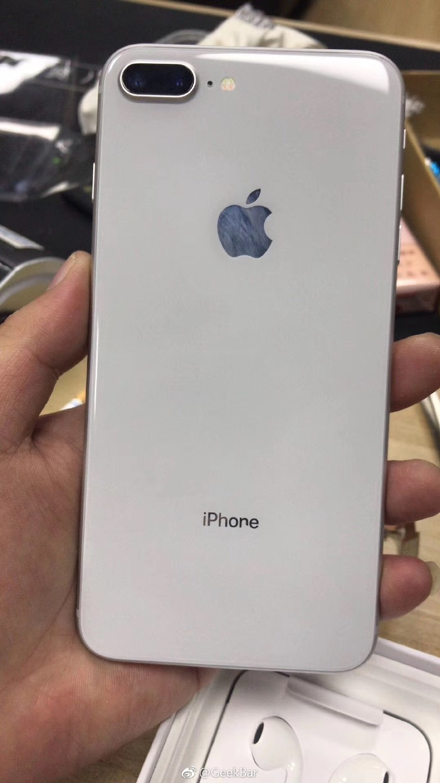iPhone8 Plus惊现错版?网友:会不会很值钱?