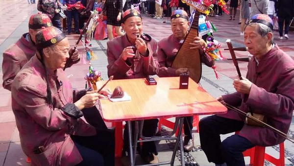 国家级非遗项目首次上街表演 周浦宣卷以别样曲调喜迎国庆