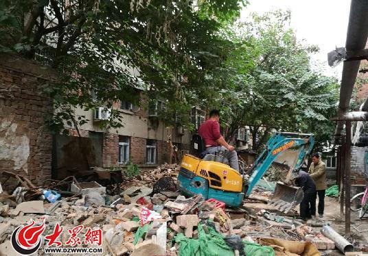 济南拆违开始进小区 30多年的违建小平房被拆