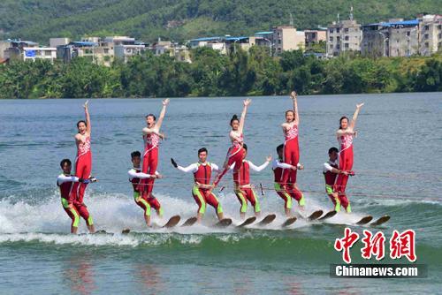 中美滑水明星挑战赛中国队获胜 9岁女孩获最佳运动员