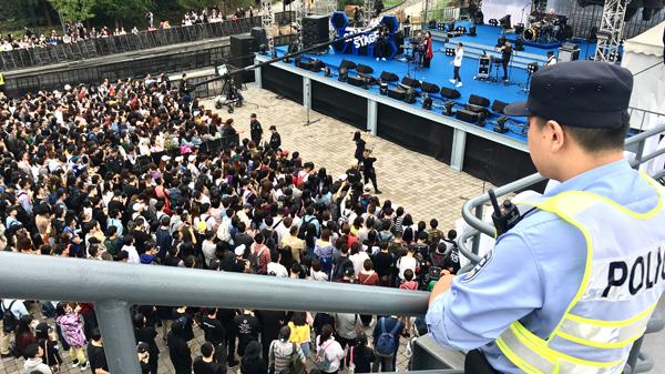 长假过半上海多景点今迎大客流 警方多措并举保平安