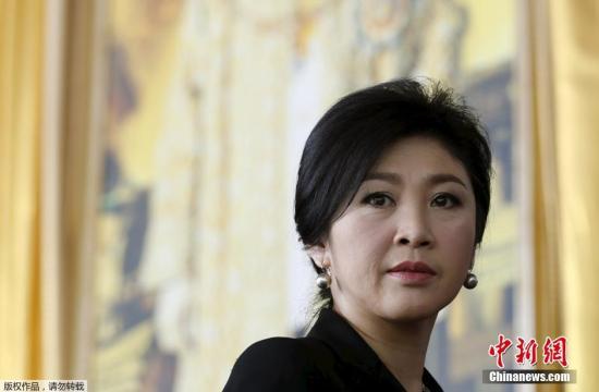 泰国国会2015年1月就英拉在大米收购计划涉及渎职一案通过对她的弹劾,使她五年内不得踏足政坛。