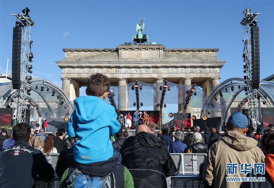 德国柏林举行统一日庆祝活动(组图)