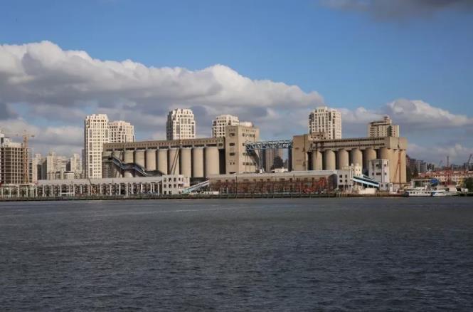 浦东48米高的筒仓华丽变身、明起免费开放!曾为亚洲最大粮仓